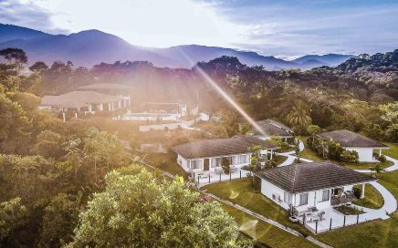 15 ACRES – 12 Room Ocean View Boutique Hotel With Restaurant and Bar!!!!