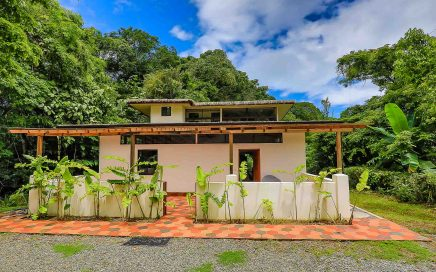 0.54 ACRES – 3 Bedroom Tropical Style Home With Easy Access In Rainforest Setting!!!!